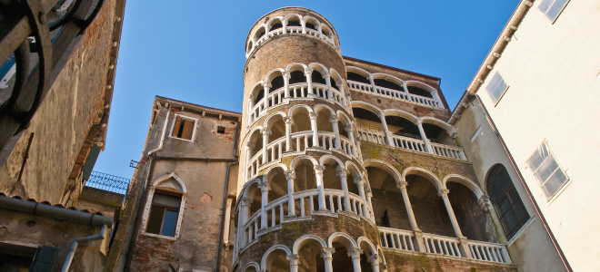 Venice walking guided tour scala del bovolo
