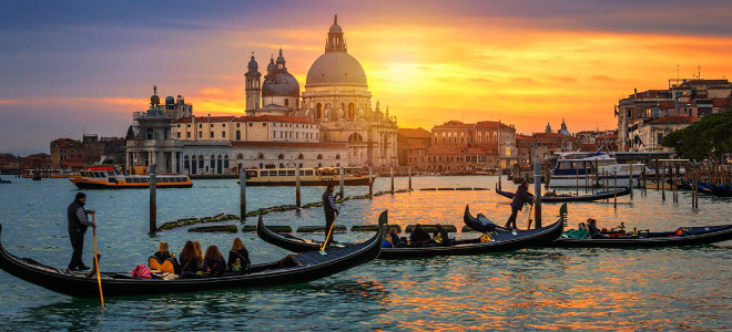 Tour in barca al tramonto con aperitivo Venezia